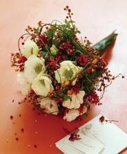 kytica pre svadobné mamy (červenú nahradíme krémovou farbou - alebo jemnou lila, príp. zlatistou)
