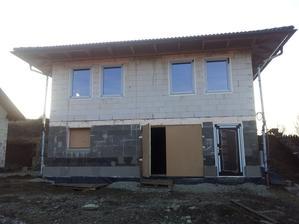 Náš domček už má aj okná