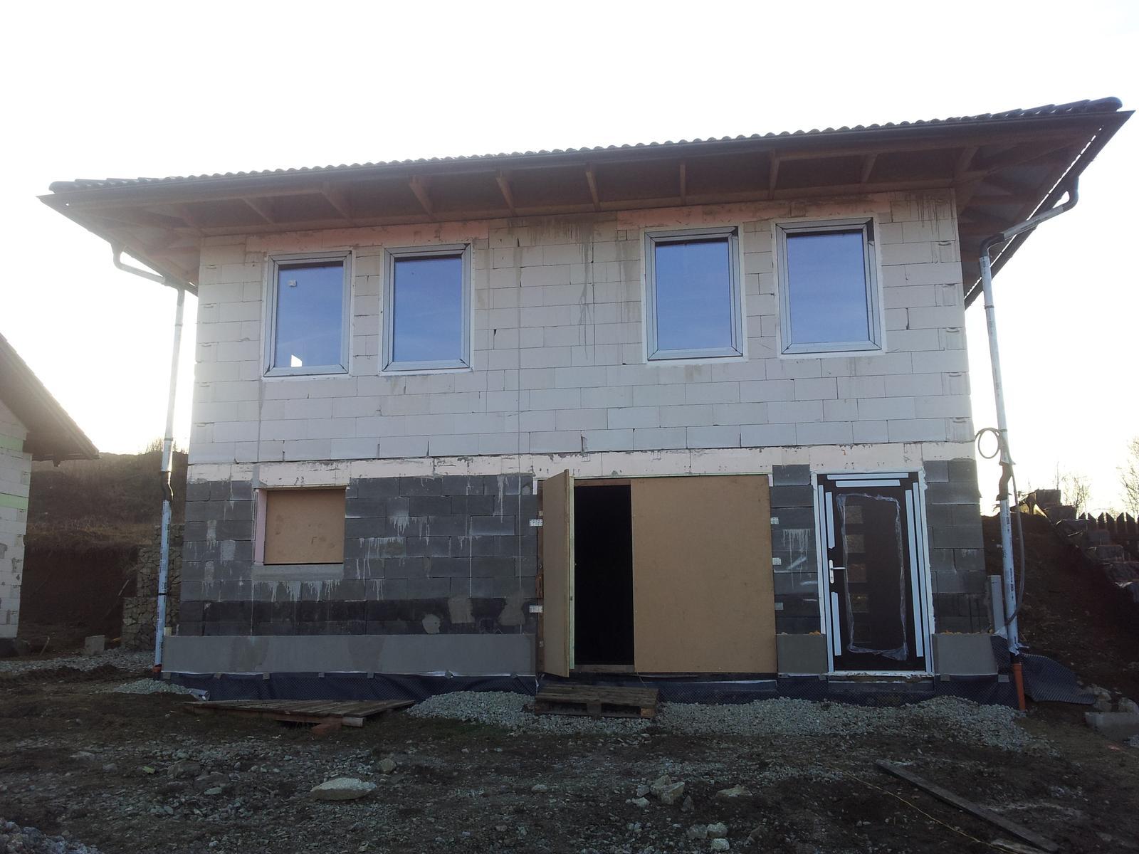 Náš domčok - Náš domček už má aj okná