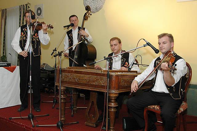 Lucka{{_AND_}}Martinko - cimbalova hudba, ktora nam cely vecer prekrasne vyhravala - Zeleziar