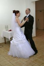 Prvý mladomanželský tanec.