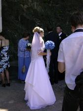Tak tady je nevěsta, bohužel mi došla baterka,ale dodám lepší foto moc jí to slušelo