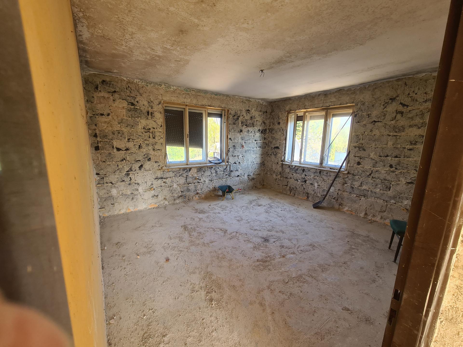 Rekonštrukcia Nášho domu - Omietky na poschodí dole