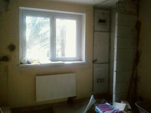 Máme radiátory a dozděnou příčku pro vestavnou skříň
