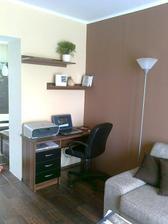Přemalovaná stěna a náš pracovní minikoutek :-)