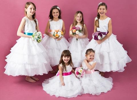 Chystáte se na svatbu ? Nemůžete sehnat krásné šaty pro malé holčičky ?  Mrkněte na www.ellafashion.cz. Určitě vyberete :-) - Obrázek č. 1