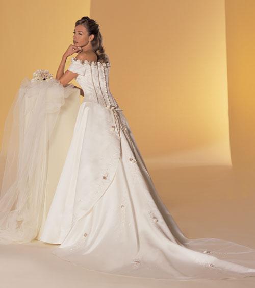 Onka - Tieto som si skúšala a boli na mne veľmi krásne, ale nespĺňajú moju požiadavku na biele šaty...