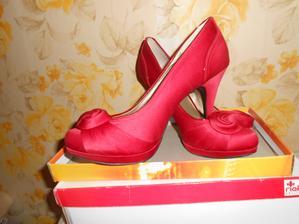 A moje botičky jsou červené vínové jsem nesehnala a toto byla láska na první pohled :-)