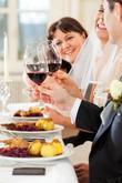 Žiaden strach pokiaľ sa vínam nerozumiete, my Vám poradíme aké vínko sa vašej svadbe hodí podľa svadobného menu, ročného obdobia a pod.