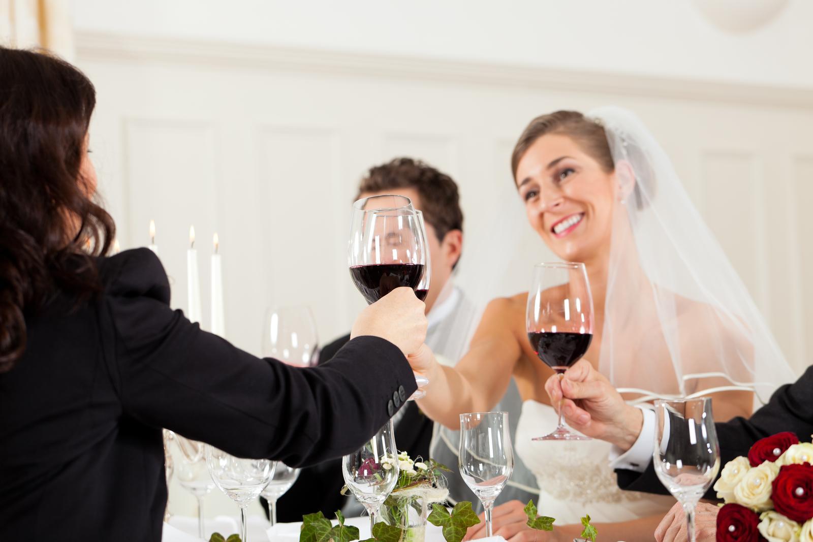 vinomaravilla - Na prípitky radšej biele víno aby ste nedopadli ako táto nevestička :)