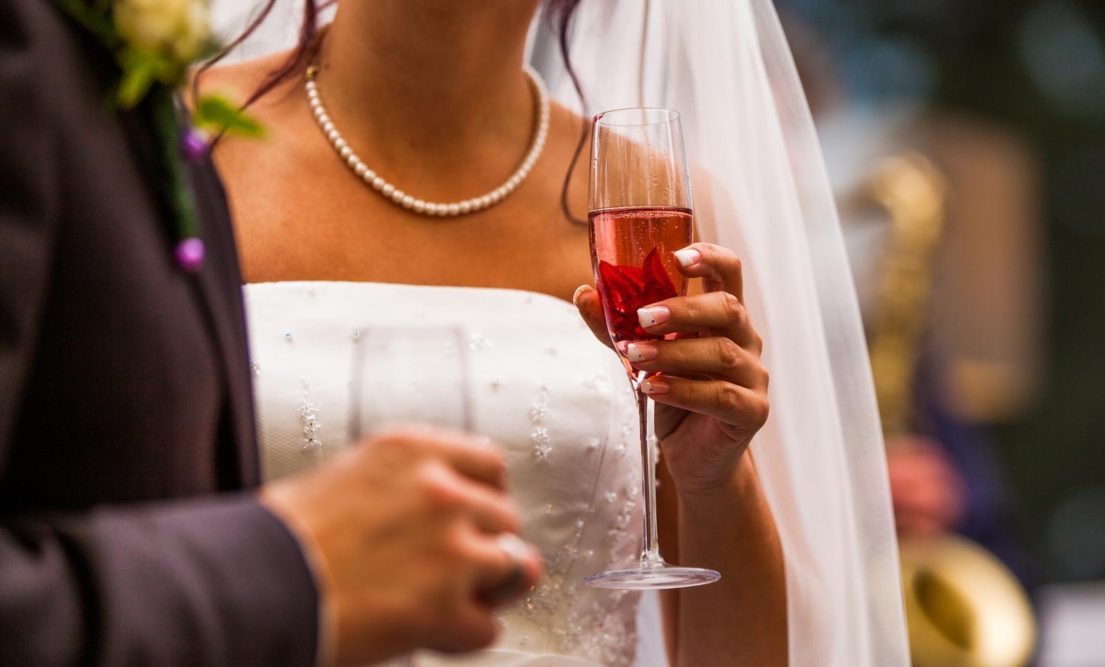 vinomaravilla - Milovať niekoho znamená zostarnúť s ním.