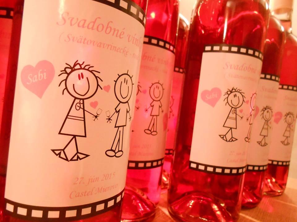 vinomaravilla - Svadobné víno s ružovým motívom a vtipnými postavičkami