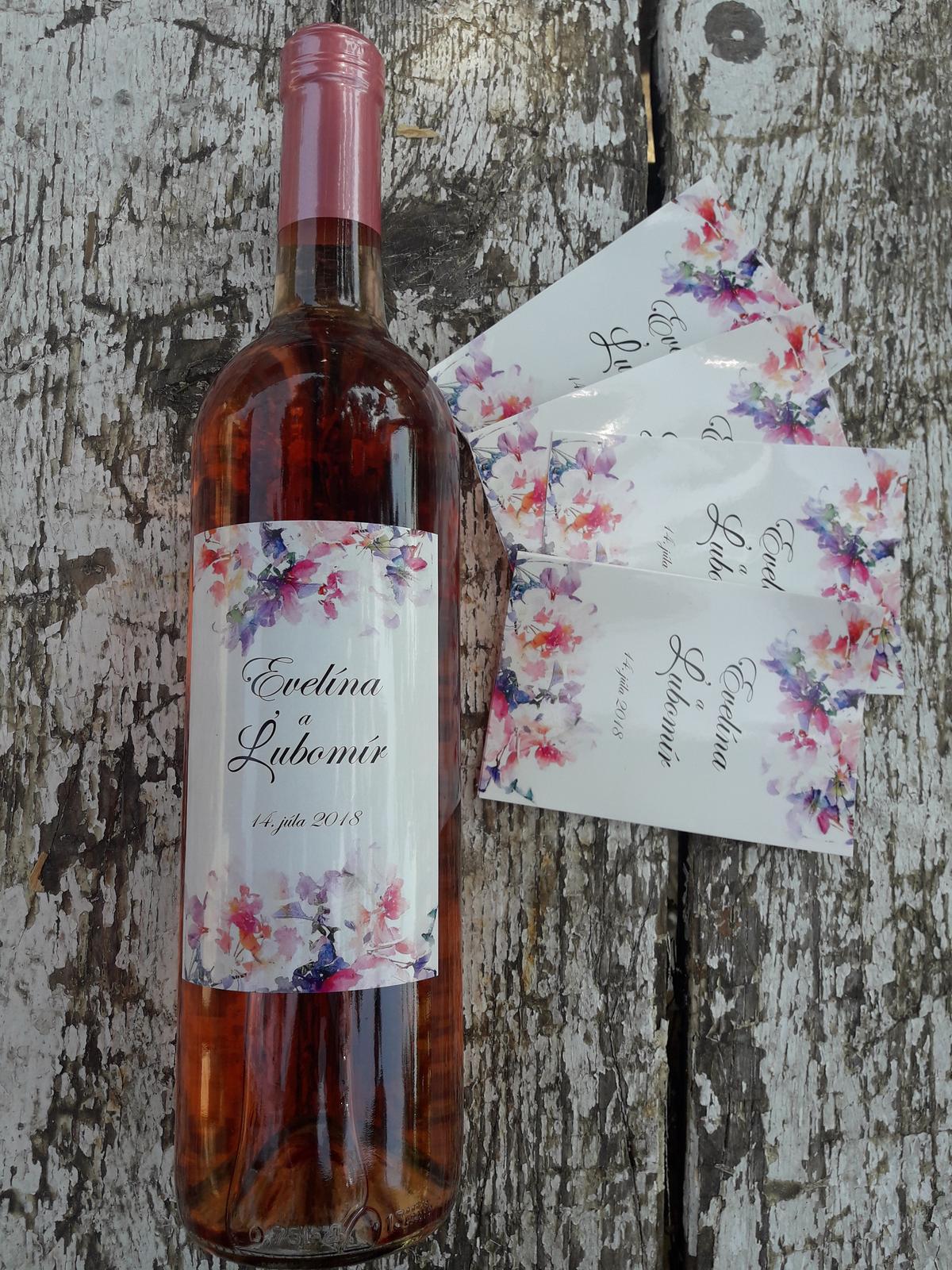 vinomaravilla - Svadobné vínko bolo ružové teda aj etikete svedčí elegancia kvetín okolo