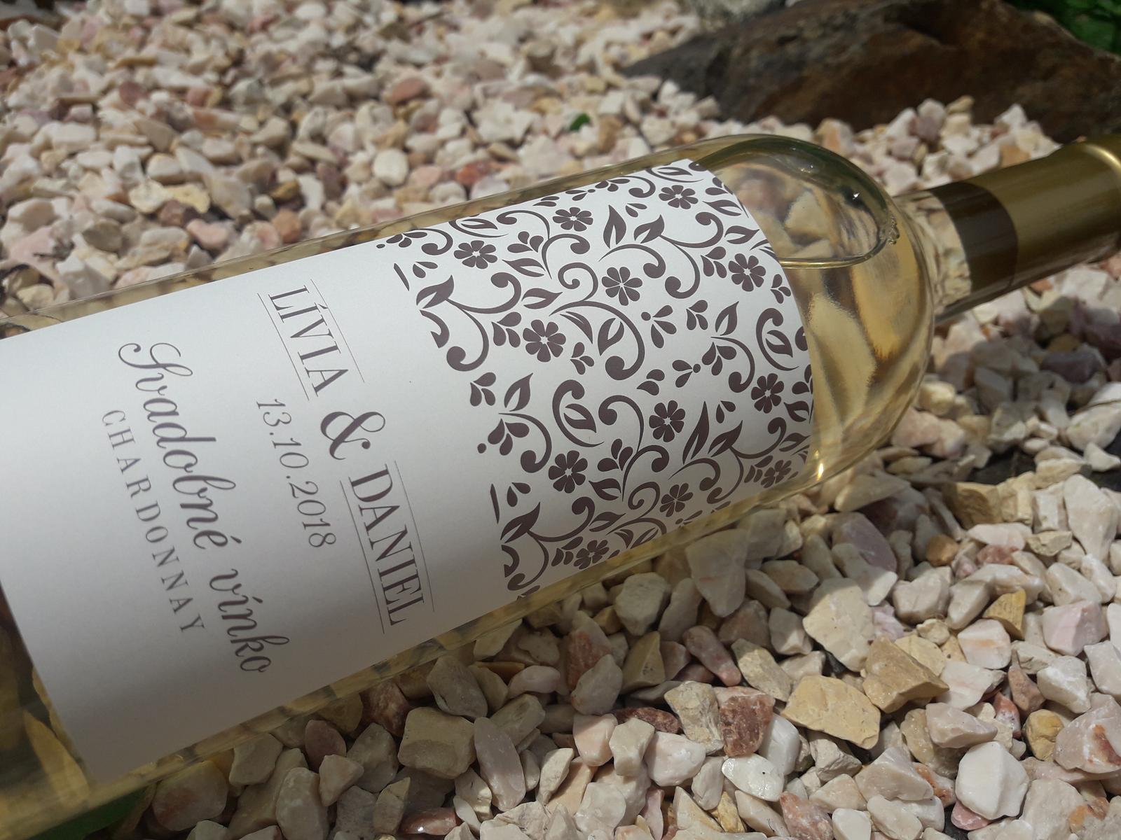 vinomaravilla - Svadobné vínko s jednoduchou štýlovou etiketou