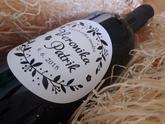 Svadobné víno s kruhovou etiketou. Krásne