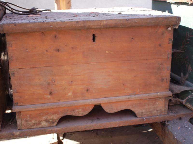 Štrúdľa po liptácky - pôjde do altánku, ale tiež vybrúsim a navoskujem... nechcem ju bielu.... vyzerá, že drevo je zachovalé