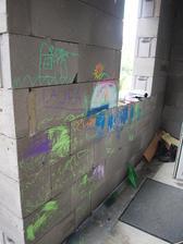 blsky si povedali, ze to chce trochu grafiti na verandu :-D