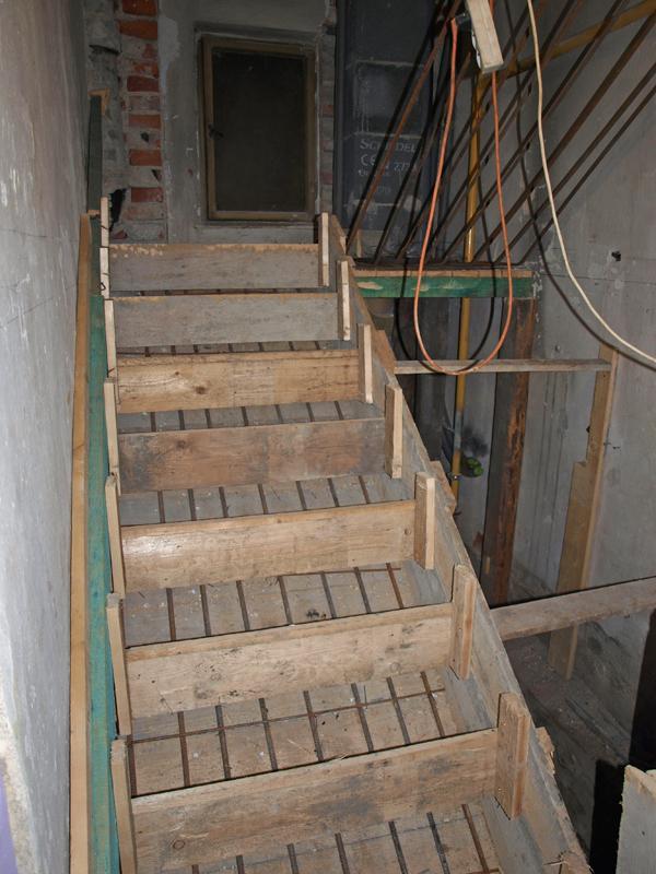 Štrúdľa po liptácky - schody sa konecne rysuju, v pondelok snad zabetonujeme aspon polku...