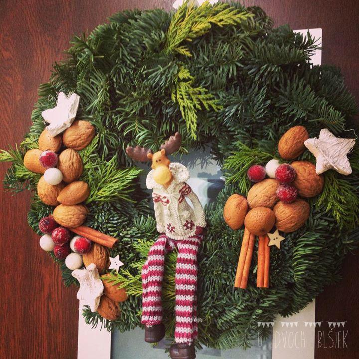 evidentne tieto vianoce nestiham, ale sak co, hlavne, ze konecne mame aj my veniec na dverach 😀 15 minutova rychlovka 😛 - Obrázok č. 1