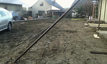 Budoucí největší část zahrady ... a po stodole ani památky..