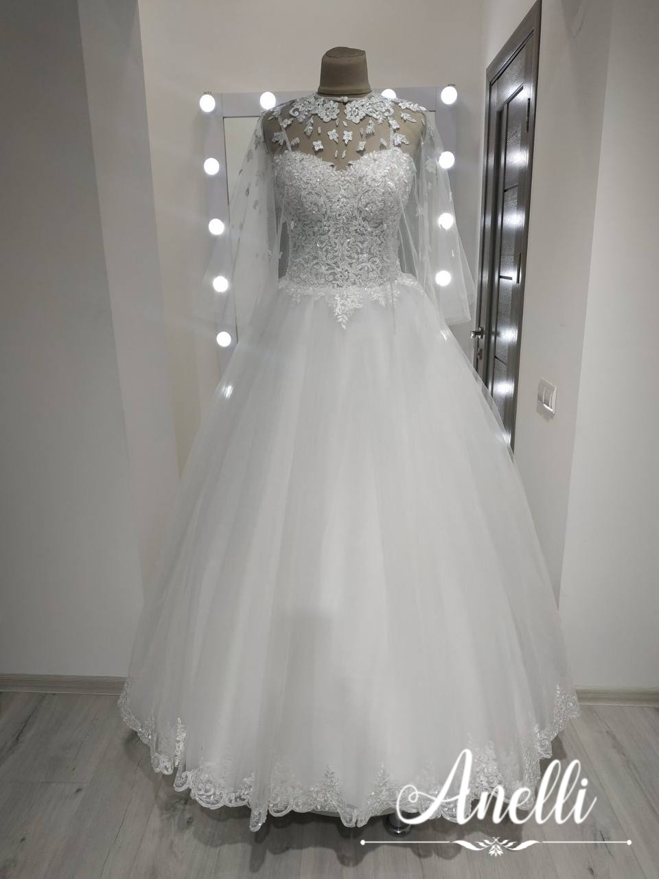 Šaty pre Annumáriu - Hotové šaty aj s pláštikom