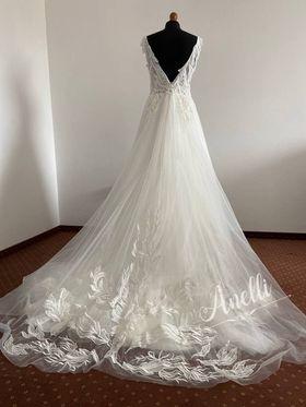 Šaty pre Drahomíru - Naša práca - so spustenou vlečkou 50 cm dlhou