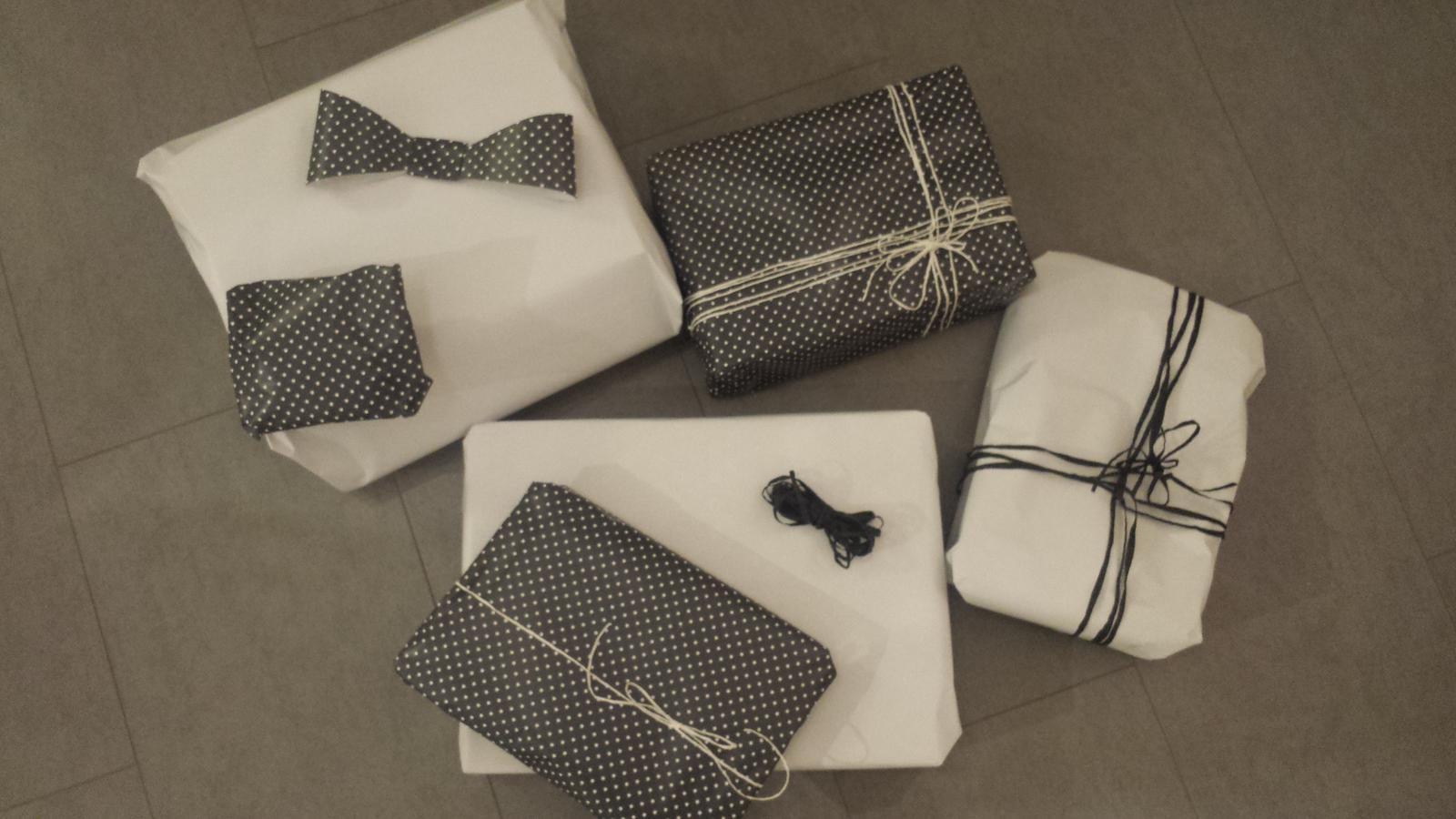 Náš šedý sen :) - Prvních pár dárků zabaleno :)