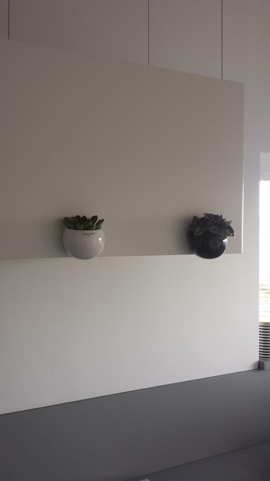 Náš šedý sen :) - Magneticke kvetinacky z tesca me bavi :-)