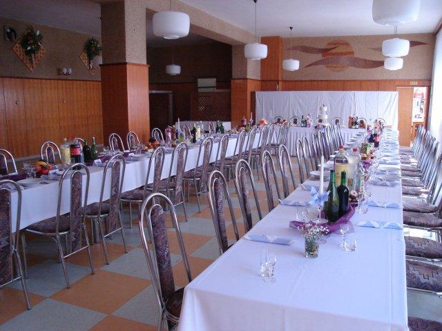 Svadobna sala - takže bola ďalšia svadba a tak som si musela pofotiť ako to vyzerá na živo tá výzdoba