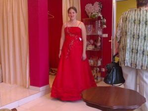 popolnočné šaty z Malaciek čo hovoríte na ne dúfam, že sa dajú ešte objednať