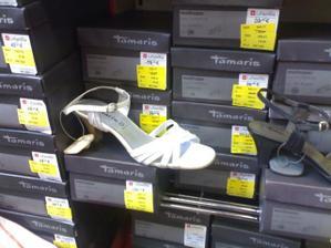 sandálky majú v La Familie a sa mi veľmi páčia len vyskúšať treba:-)