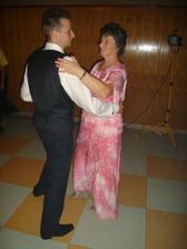 tanec so svojou mamou