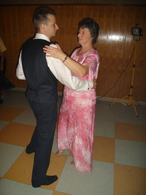 Stanka Nerádová{{_AND_}}Martin Škrátek - tanec so svojou mamou