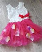Růžové šaty, 98