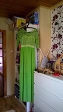 Večerní šaty v barvě svatby. :) Z Ali za 450Kč :D