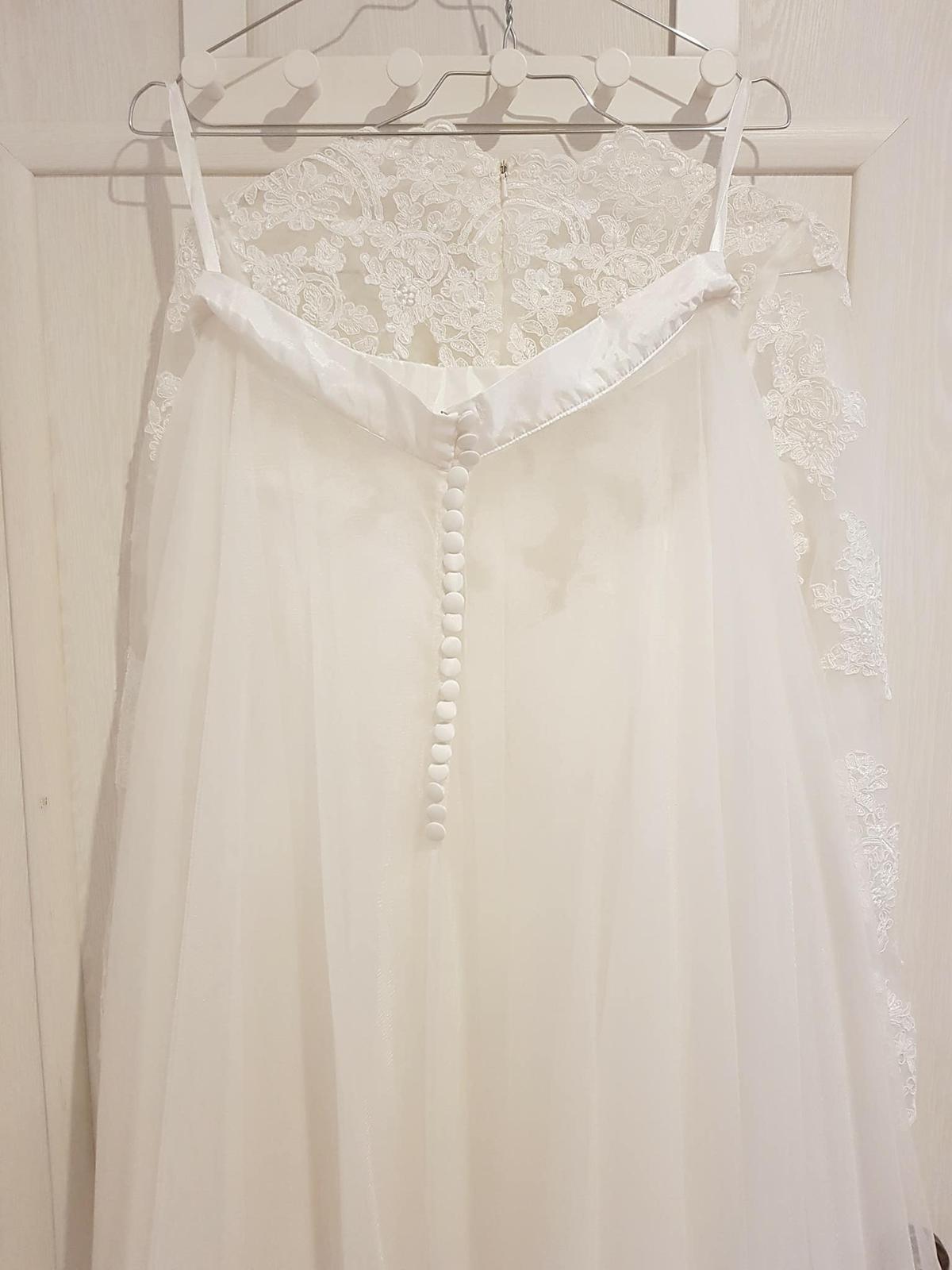 Čipkované svadobné šaty s dlhým rukávom - Obrázok č. 2