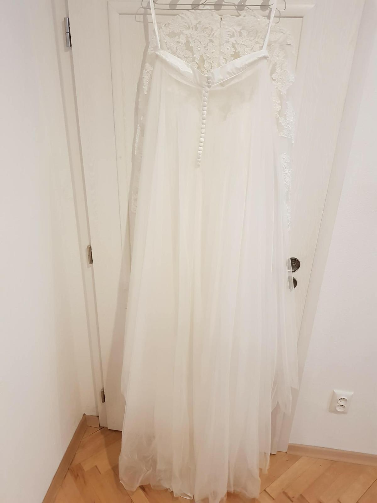 Čipkované svadobné šaty s dlhým rukávom - Obrázok č. 3