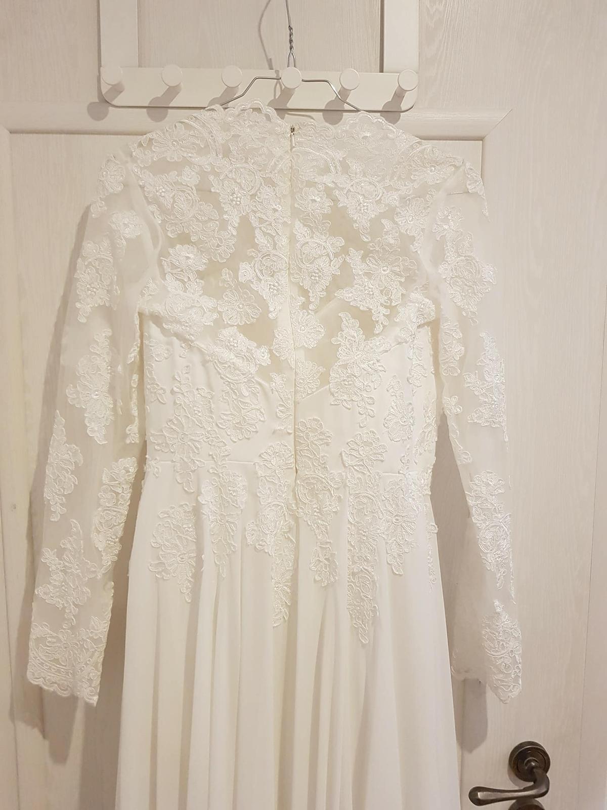 Čipkované svadobné šaty s dlhým rukávom - Obrázok č. 4