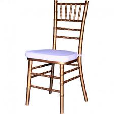 zlaté židle