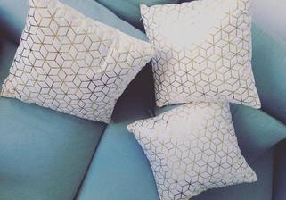 Zlaté polštáře na deky:)