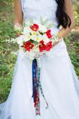 Svadobná kytica z bielych a červených makov+pierko,