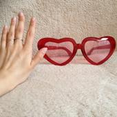 Veľké srdiečkové okuliare,