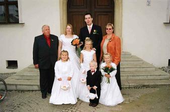A s rodiči nevěsty- A s družičkami Barunkou, Leonkou a Adélkou.