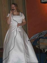 Nevěsta si i zazpívala.