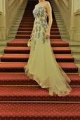 Romantické svatební šaty, jemná žlutá s výšivkou, 40