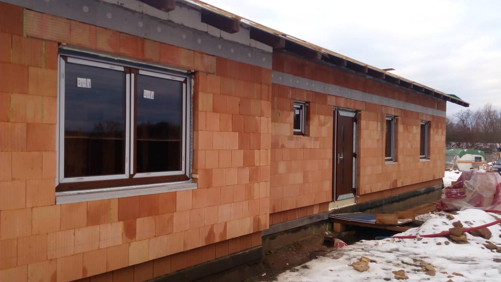 Náš vysněný domov :-) - Máme radost..včera nám začli montovat okna :-) :-)