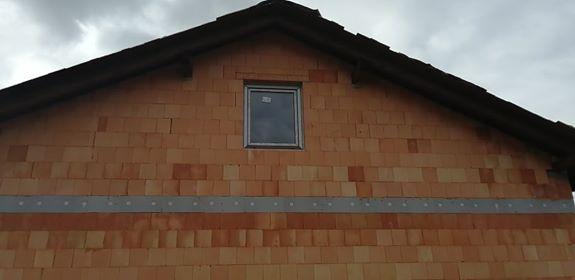 Náš vysněný domov :-) - poslední okno na svém místě :-)