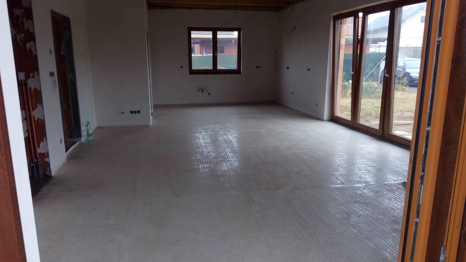 Náš vysněný domov :-) - nemůžu se na ten krásný prostor vynadívat :-) :-) a už se těším až budou stropy