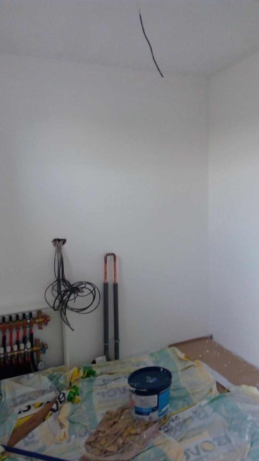 Náš vysněný domov :-) - první místnost vymalovaná - technická. A o víkendu pokládka dlažby