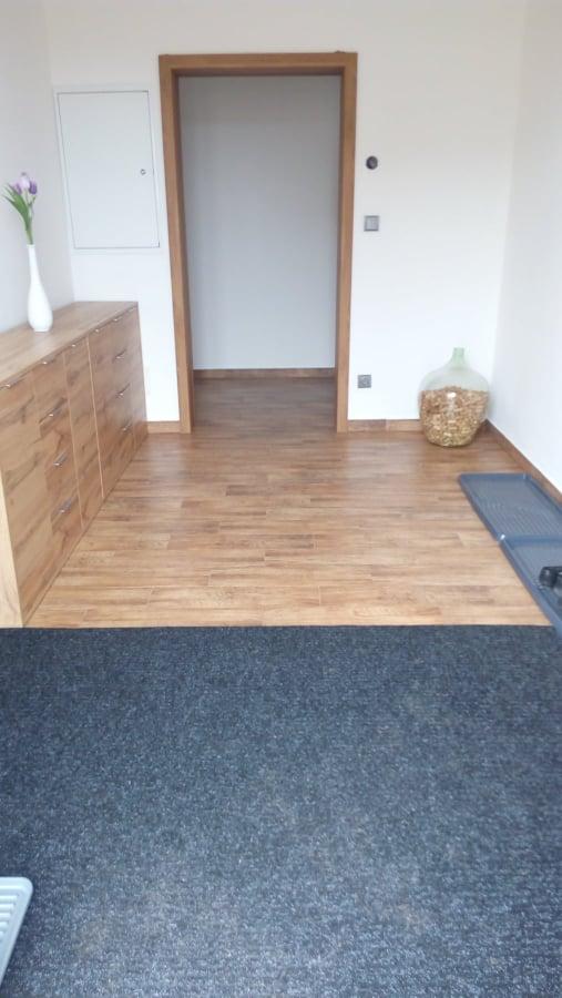 Náš vysněný domov :-) - Vstupní chodba - časem bych chtěla ještě velkou skříň až do stropu po pravé straně